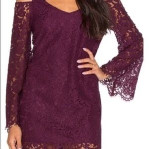 CHASER VINTAGE LACE BELL SLEEVE TRIANGLE VENT MINI